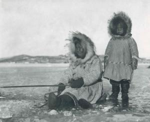 eskimos-woman-and-girl-ice-fishing_w725_h591