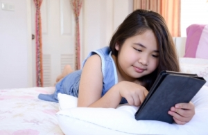 girl and tablet